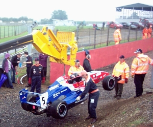 Formula Renault: recovery by JCB for series leader
