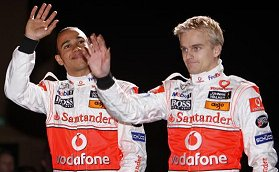 Vodafone McLaren Mercedes: Hamilton and Kovalainen at the MP4-23 launch