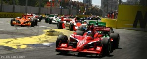 Dario Franchitti leads the field at Surfers Paradise
