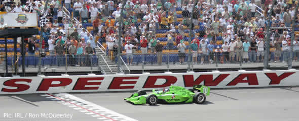 Dario Franchitti crosses the line to win in Iowa
