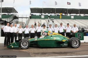 Takuma Sato and the KV Racing / Lotus IndyCar crew