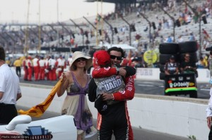 Wheldon congratulates Franchitti as Ashley Judd runs up