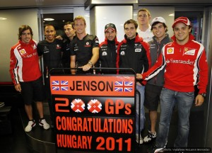Drivers turn out to mark Button's 200th GP